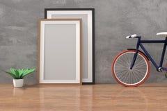 Bike con mofa encima del marco de la foto en el cuarto concreto y de madera del piso en la representación 3D Imágenes de archivo libres de regalías