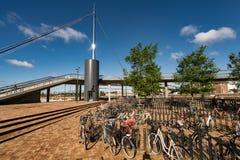 Bike el estacionamiento en el bro de Byens el puente de la ciudad, Dinamarca Imagen de archivo libre de regalías
