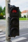 Bike i semafori con la città nei precedenti fotografia stock