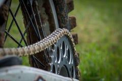 Bike la catena sulla ruota posteriore della bici di motocross Fotografia Stock Libera da Diritti