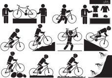 bike la prospettiva biking della montagna delle mani della foresta del fuoco del campo di profondità del ciclista poco profonda Immagini Stock Libere da Diritti