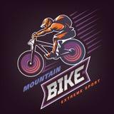 bike la prospettiva biking della montagna delle mani della foresta del fuoco del campo di profondità del ciclista poco profonda E royalty illustrazione gratis