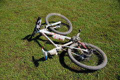 Bike the mountain bike is lying on the green grass Royalty Free Stock Photos