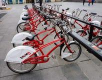 Bike o arrendamento em Barcelona - Catalonia, Espanha fotos de stock