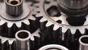Bike o reparo da caixa de engrenagens no slider movente da tabela filme
