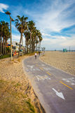 Bike o trajeto ao longo da praia, na praia de Veneza, Los Angeles Fotografia de Stock Royalty Free