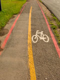 Bike sinais da pista nas ruas moídas em Brasil Imagens de Stock