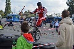 Bike skill demonstration 32 Royalty Free Stock Images