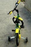 Bike1 des Kindes lizenzfreies stockfoto