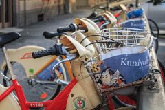 BikeMi station, det offentliga självbetjäningcykelsystemet i Milan Royaltyfri Fotografi