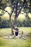 biker resting Στοκ φωτογραφία με δικαίωμα ελεύθερης χρήσης