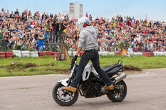 Biker stunt shows on motorcycle Royalty Free Stock Photos
