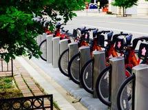 Bikeshare anslutningsstation Arkivbilder