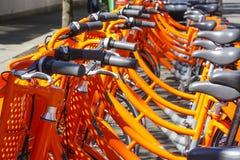 Biketown Портленд - арендные велосипеды от Найк в городе - ПОРТЛЕНД - ОРЕГОН - 16-ое апреля 2017 стоковые фото