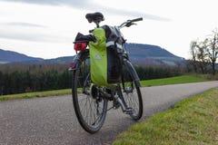 bikeway在秋天11月下午 免版税库存图片