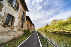 Bikeway along the Naviglio Grande at Robecco: old houses Stock Photos