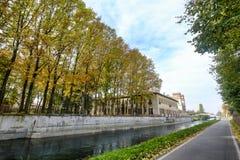 Bikeway längs den stora Naviglioen, villa Gaia på Robecco Fotografering för Bildbyråer
