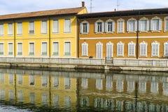 Bikeway längs Naviglioen som är stor på den Boffalora sopraen Ticino Royaltyfri Foto