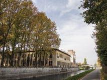 Bikeway a lo largo del grande chalet Gaia de Naviglio en Robecco Fotos de archivo libres de regalías