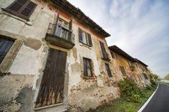 Bikeway a lo largo del Naviglio grande en Robecco: casas viejas Imágenes de archivo libres de regalías
