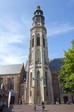 Biking για τον αρχαίο πύργο αβαείων σε Middelburg Στοκ εικόνα με δικαίωμα ελεύθερης χρήσης