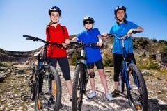 Biking da família Foto de Stock