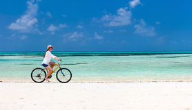 Biking da jovem mulher Foto de Stock Royalty Free