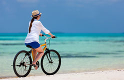 Biking da jovem mulher Fotografia de Stock Royalty Free
