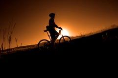 Biking da montanha foto de stock royalty free