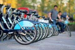 Biking in de stad - stedelijke fiets Royalty-vrije Stock Afbeelding
