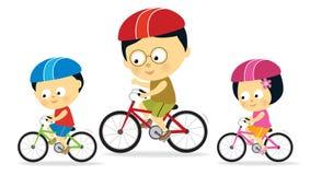 Biking dei bambini e del padre (asiatico) Immagine Stock Libera da Diritti