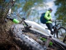 Biking dell'uomo Immagini Stock Libere da Diritti