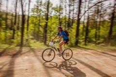 Biking della montagna Immagine Stock