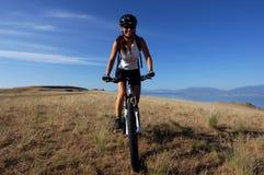Biking della montagna Fotografia Stock