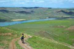 Biking della montagna di avventura Fotografie Stock Libere da Diritti