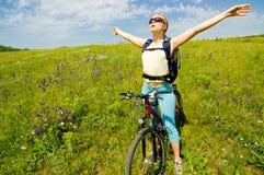 Biking della ragazza immagine stock