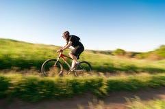 Biking di estremo dell'uomo Fotografie Stock