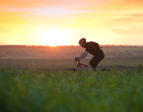 Biking do homem Imagem de Stock Royalty Free