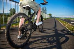 Biking do menino Imagem de Stock