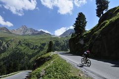 Biking en Kaunertal, el Tirol, Austria foto de archivo