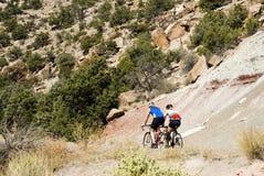 Biking in het Nationaal Monument van Colorado Stock Afbeeldingen