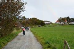 Biking in het platteland Stavanger Rogalandprovincie noorwegen royalty-vrije stock afbeelding