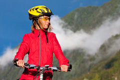 Biking in montagne Immagini Stock