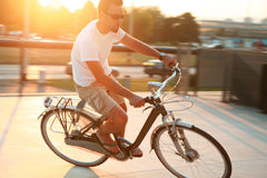Biking nella città Immagini Stock Libere da Diritti