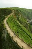 Biking op de rand royalty-vrije stock fotografie