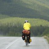 Biking sulla strada panoramica dei icefields Immagini Stock Libere da Diritti