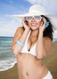bikini θηλυκή φθορά ήλιων καπέλ&om Στοκ φωτογραφία με δικαίωμα ελεύθερης χρήσης