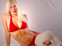 bikini ξανθό κόκκινο Στοκ φωτογραφίες με δικαίωμα ελεύθερης χρήσης