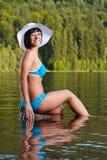 bikini χαλάρωση κοριτσιών Στοκ φωτογραφία με δικαίωμα ελεύθερης χρήσης