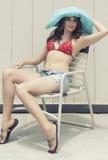 bikini χαλαρώνοντας γυναίκα Στοκ εικόνες με δικαίωμα ελεύθερης χρήσης
